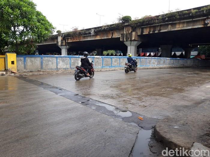 Kondisi Jl RE Martadinata-Jembatan Lodan, usai diguyur hujan semalam, 18 Mei 2021 pagi. (Rakha Ariyanto Darmawan/detikcom)
