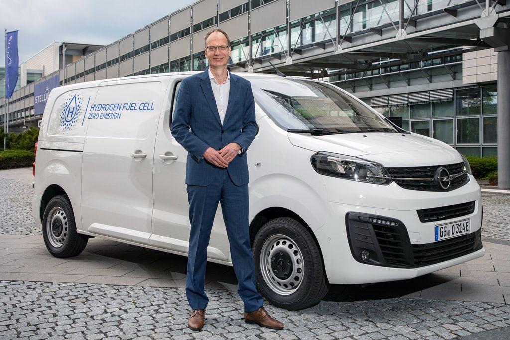 Opel dan Vauxhall memastikan akan memperkenalkan teknologi cell terbaru dalam bentuk van alias mobil komersial. Mobil ini komersial atau Light Commercial vehicle (LCV) hidrogen ini bakal disapa New Vivaro-e.