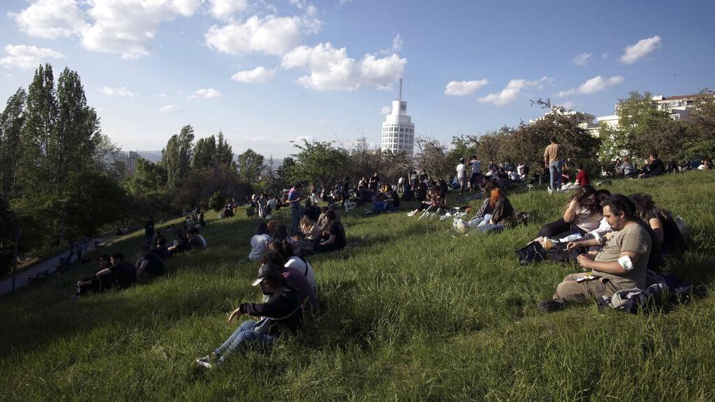 Lockdown Dicabut, Warga Turki Nyantai Lagi