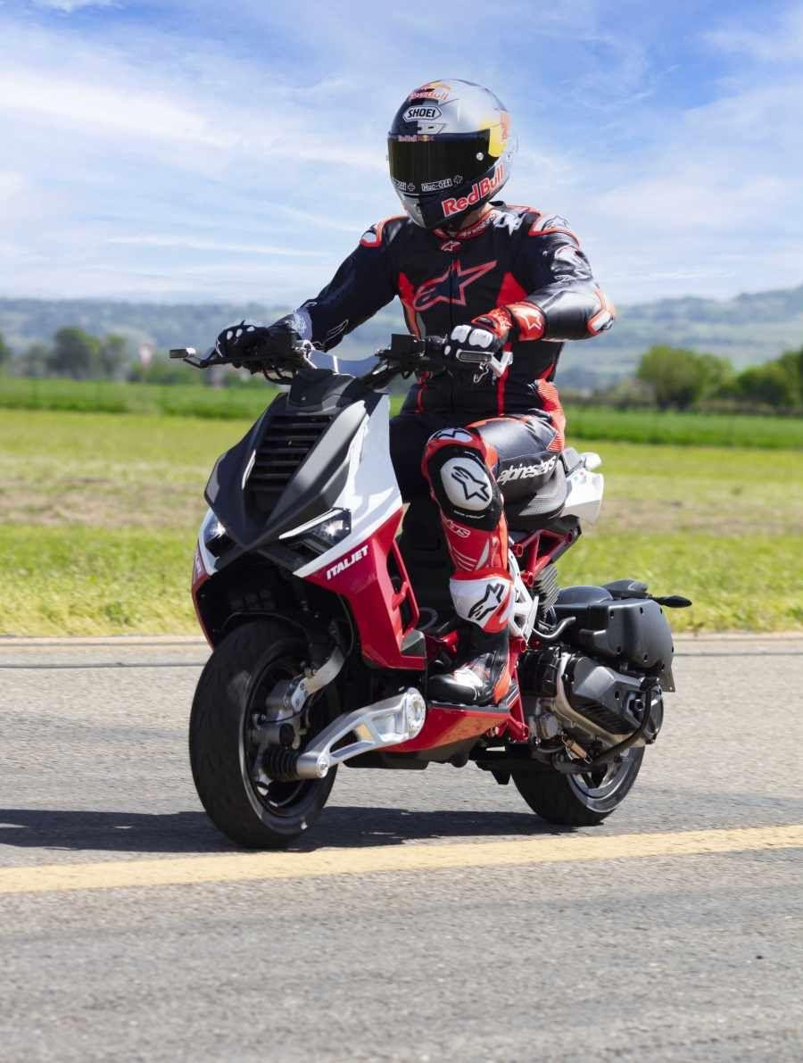 Mantan pebalap Ducati Andrea Doviziosi jadi brand ambassador motor skutik Italjet