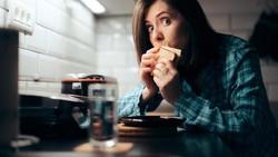 6 Kebiasaan Buruk Anak Muda yang Mematikan, Sering Begadang Salah Satunya