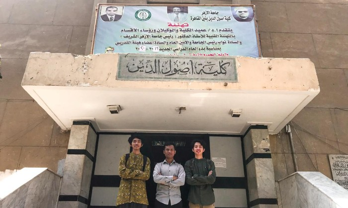 Muhammad Zaki bersama kawannya di Universitas Al Azhar, Kairo, Mesir (dok. pri)