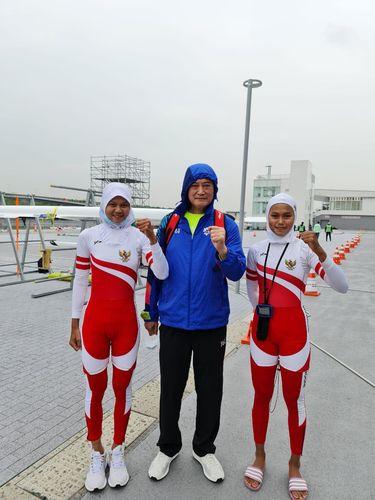 Dua atlet rowing Indonesia, Mutiara Rahma Putri/Melani Putri.