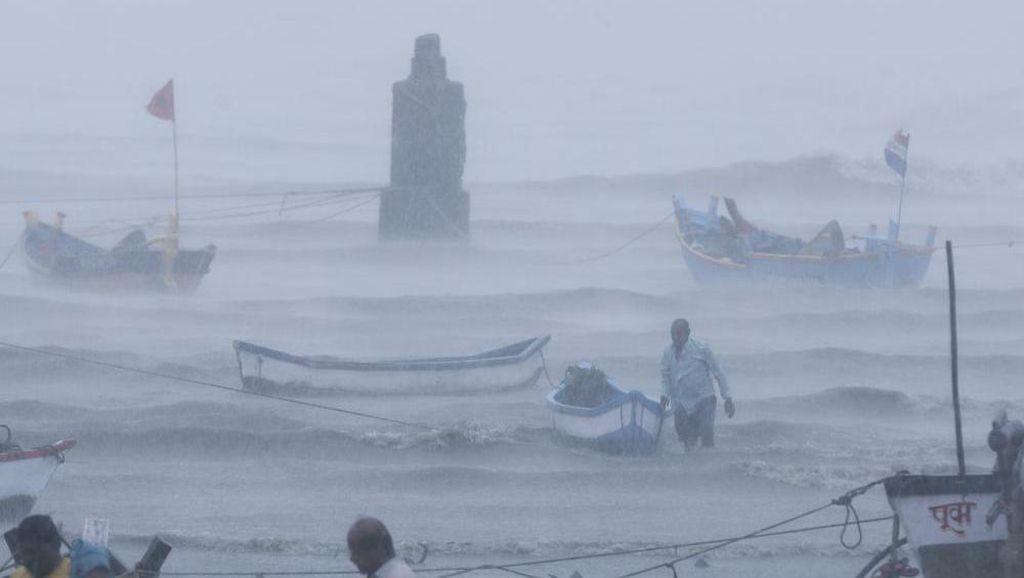 Siklon Tauktae Terjang India, 20 Orang Tewas-127 Penumpang Kapal Hilang