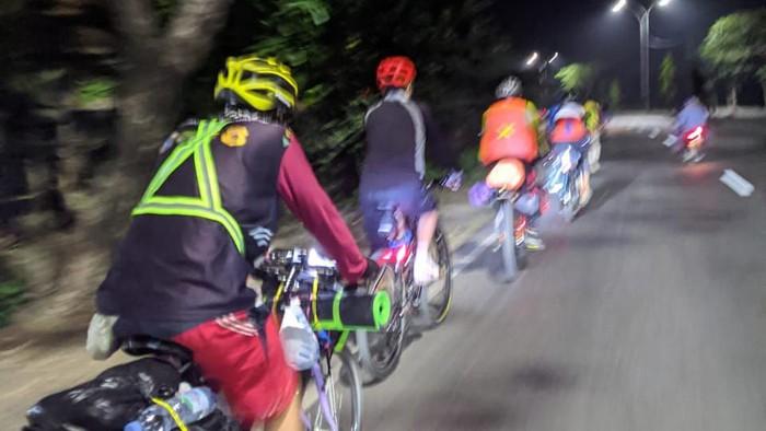 Pemudik bersepeda dari Depok ke Kendal