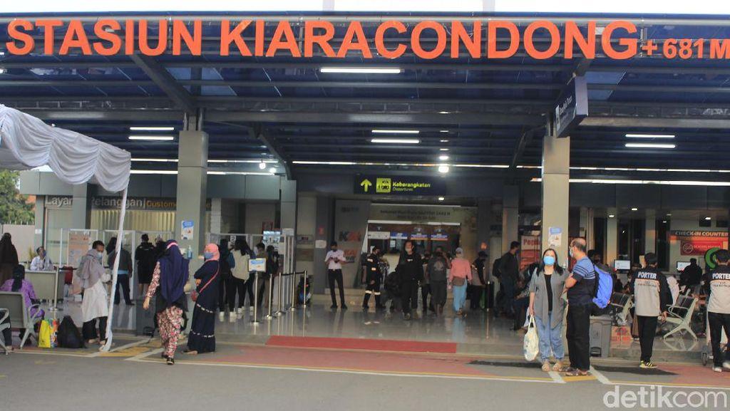 Mulai Senin, KA Lokal di Bandung Hanya Layani Pekerja Sektor Esensial dan Kritikal