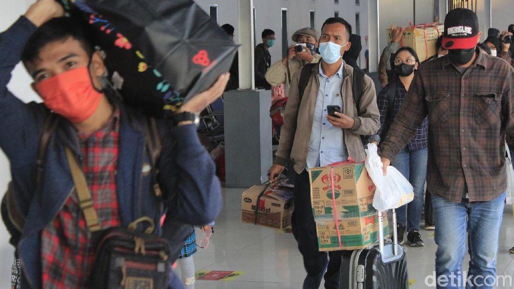 Pemudik Mulai Berdatangan di Stasiun Kiaracondong Bandung