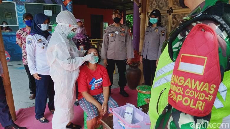 Pengunjung Wisata Air dan Pedagang di Klaten Dijaring Rapid Antigen, Ini Hasilnya