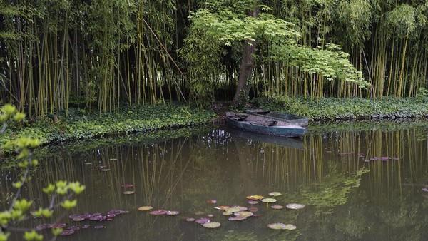 Salah satu rumah seniman yang banyak dikunjungi turis adalah kediaman pelukis Claude Monet, di Giverny Perancis.