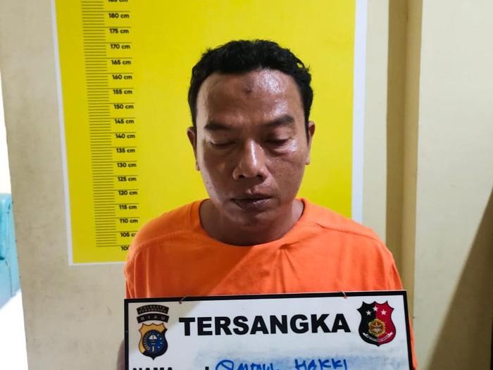Pria hina Al-Quran di Pekanbaru ditangkap polisi (dok. Polsek Tampan)