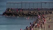 Ribuan Warga Maroko Berenang ke Spanyol