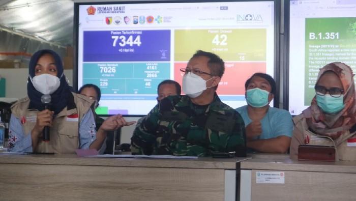Rumah Sakit Lapangan Indrapura (RSLI) Surabaya merawat dua pekerja migran Indonesia (PMI)/TKI yang terpapar mutasi baru virus Corona B1351 Afrika Selatan dan B117 United Kingdom