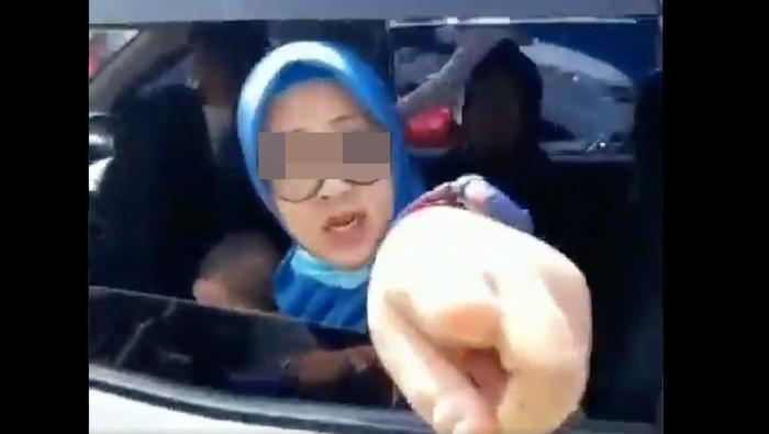 screenshot video viral pemudik marah ketika ditegur petugas