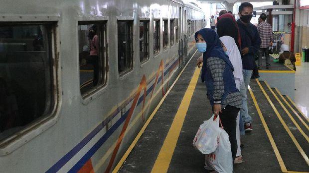 Selama Larangan Mudik, 290 Penumpang Kereta di Daop 2 Bandung Gagal Berangkat