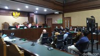 Uang Bertaburan dari Edhy Prabowo ke Sespri Wanita Terungkap di Sidang
