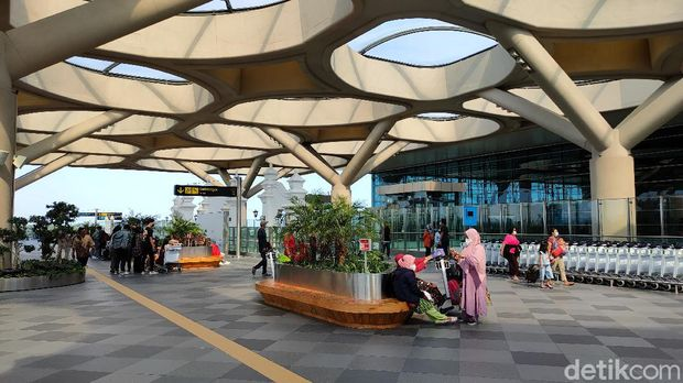 Suasana Bandara Yogyakarta International Airport (YIA) Kulon Progo sehari usai larangan mudik, Selasa (18/5/2021)