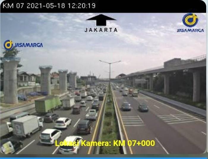 Suasana Kepadatan di Tol Bekasi Arah Jakarta