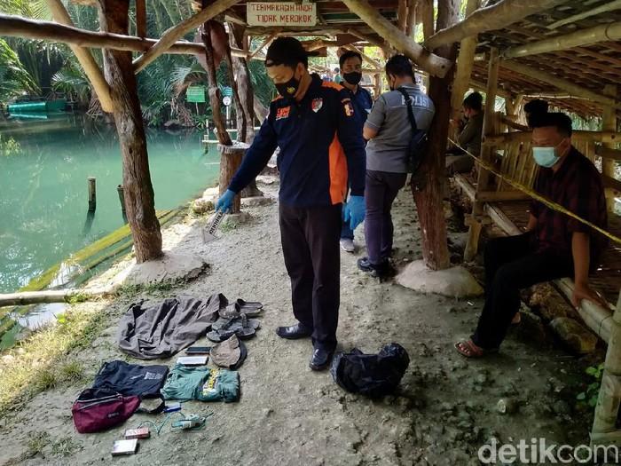 Dua pelajar SMP di Tuban tewas tenggelam di Sendang Silowo. Bekas wisata pemandian itu berada di Desa Mandirejo, Kecamatan Merakurak.