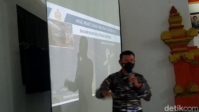 TNI AL mengungkap progres evakuasi KRI Nanggala-402 yang tenggelam di utara Laut Bali
