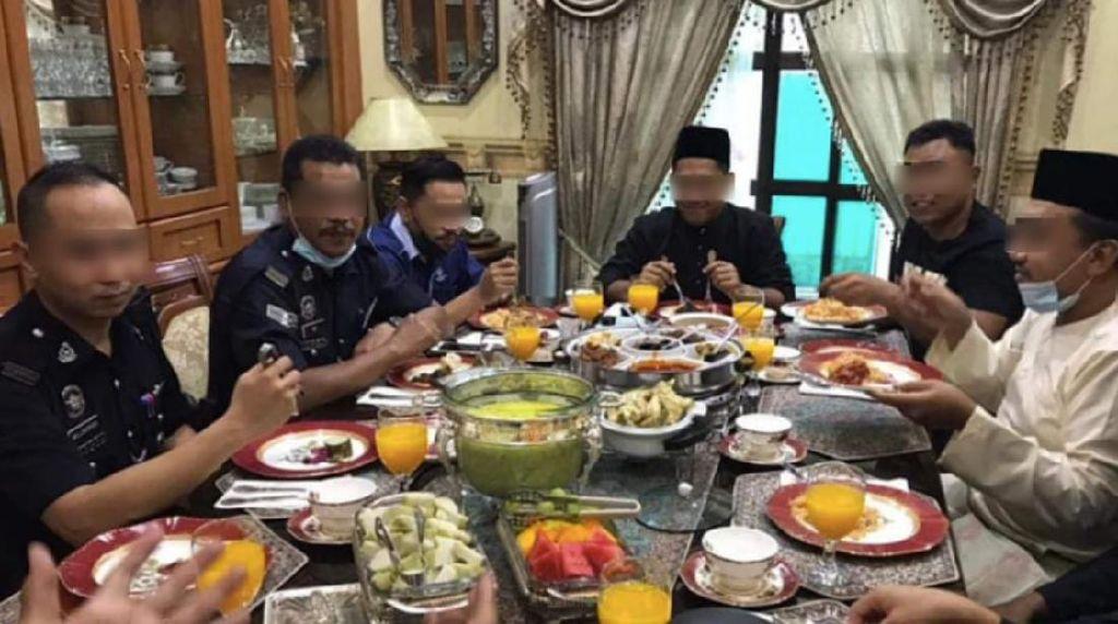 Unggah Foto Makan Ketupat Bareng, Pensiunan Polisi Ini Terancam Dipenjara