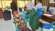 Bupati Ipuk Minta Vaksinasi Lansia Dipermudah: Cukup Tunjukkan KTP