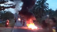 Larangan Pesta Malam Bikin Warga Blokade Jalan Lintas Sumatera