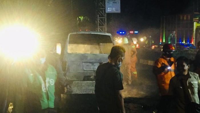 Angkot Terbakar di Pulogadung, Jaktim