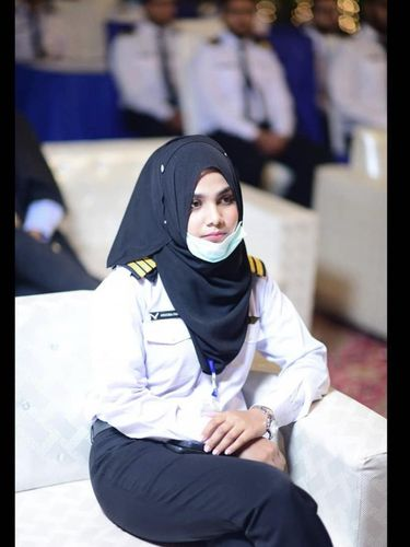 Sosok hijabers Aroba Daridi, menjadi insinyur dirgantara muslimah termuda di Pakistan.