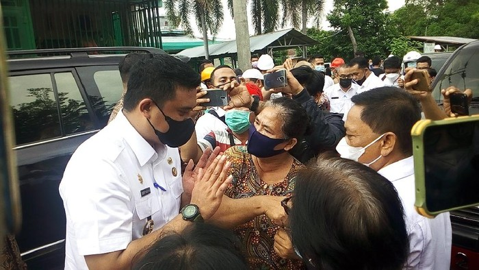 Bobby Nasution saat blusukan bertemu pedagang Eks Pajak Aksara (Datuk-detikcom)