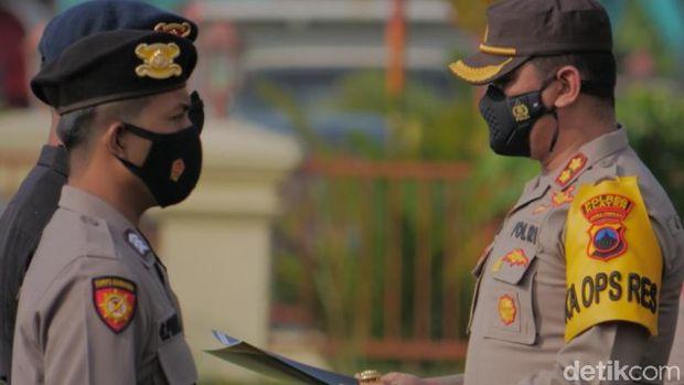 Bripka Gandung, polisi yang ditabrak pemobil ABG di pos penyekatan pemudik di Prambanan, Klaten diganjar penghargaan
