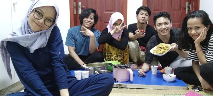 Fauzan Abdul Aziz Rasyad dan teman-temannya saat perayaan Idul Fitri