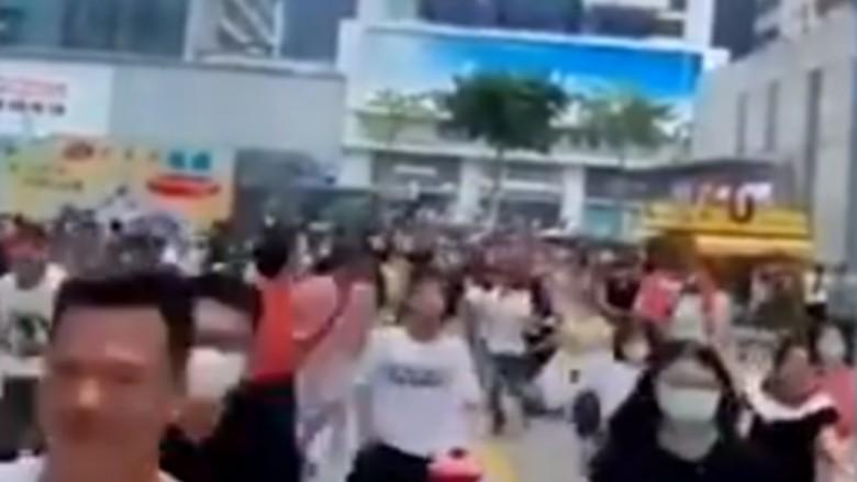 Gedung Pencakar Langit di Shenzhen tiba-tiba bergoyang tanpa alasan jelas. Ribuan orang dievakuasi.