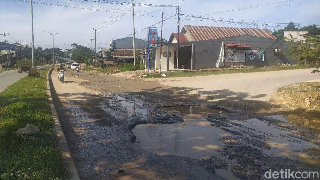 Tolong! Jalan Poros di Kota Kendari Rusak Parah-Bahayakan Pengendara