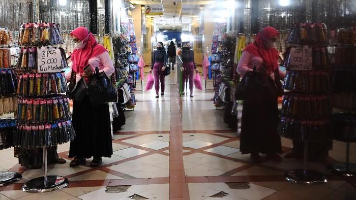 Pasar Tanah Abang kembali dibuka usai sebelumnya ditutup sementara sejak 12 Mei 2021 lalu. Sudah kembali dibuka, bagaimana kondisi di Pasar Tanah Abang?