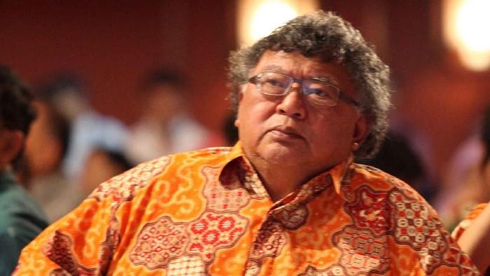 Wimar Witular lahir di Surabaya, Jawa Timur, 14 Juli 1945 adalah putra termuda dari lima bersaudara pasangan Raden Achmad Witoelar Kartaadipoetra dan Nyi Raden Toti Soetiamah Tanoekoesoemah. FiledetikFoto.
