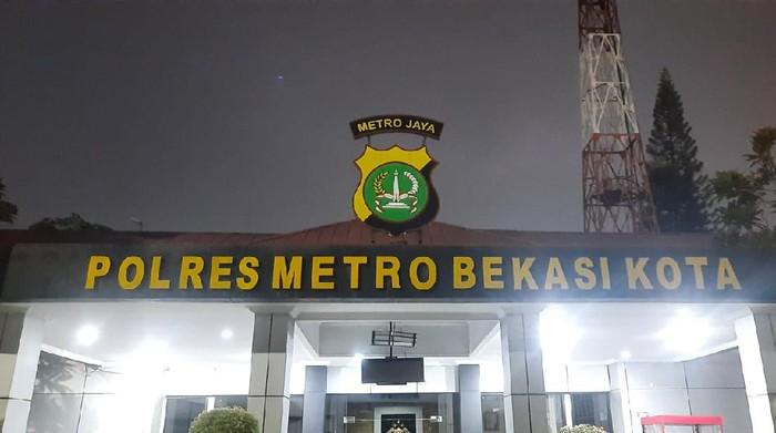 Ortu ABG korban pencabulan anak anggota DPRD Bekasi mendatangi Polres Metro Bekasi, Rabu (19/5).