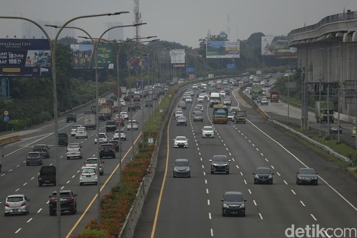 Arus lalu lintas di Tol Jagorawi, Rabu (19/05/2021), usai libur Lebaran, kembali ramai lancar.