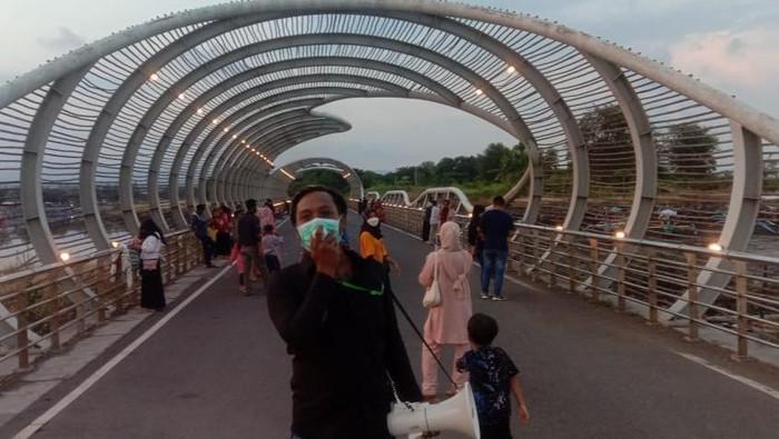 Peduli Destinasi Wisata, Pemuda di Banyuwangi Jadi Relawan Protokol Kesehatan