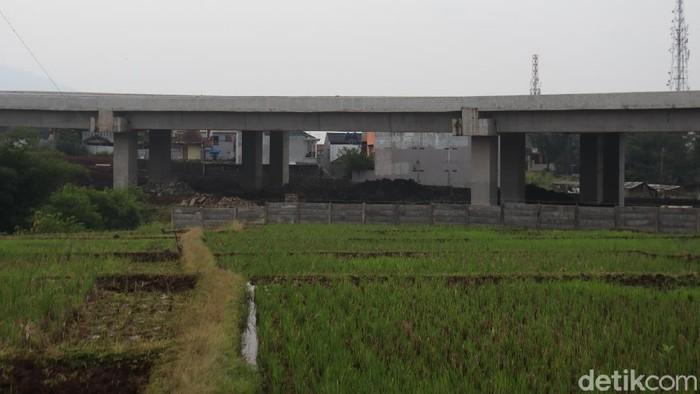 Pembangunan proyek Tol Cileunyi Sumedang Dawuan (Cisumdawu) terus dikebut, Rabu (19/5/2021).