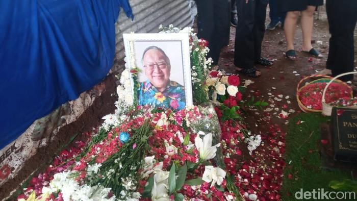 Prosesi pemakaman Wimar Witoelar di TPU Tanah Kusir, Jakarta Selatan.