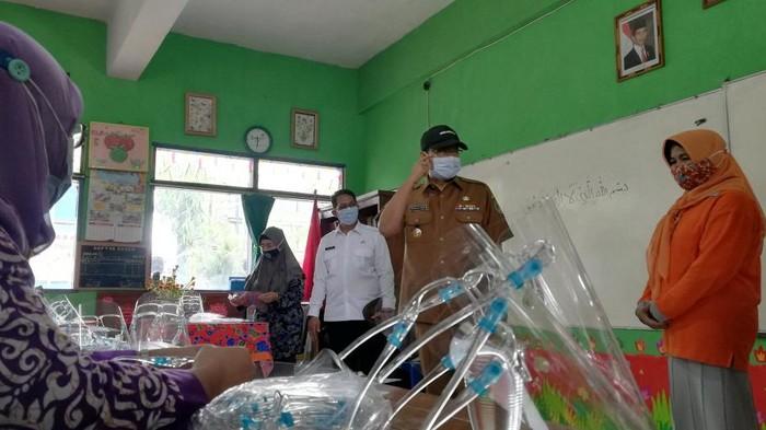 Senangmya Guru Belajar Tatap Muka Dimulai di Pasuruan