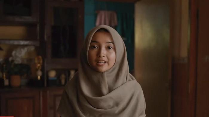 Siti alias Mamay pengguna Google Lens