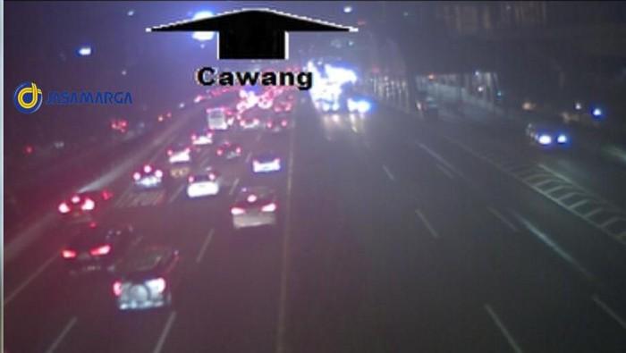 Pantauan CCTV situasi lalin di Tol Dalam Kota Cawang arah Halim, Rabu (19/5) pukul 19.33 WIB