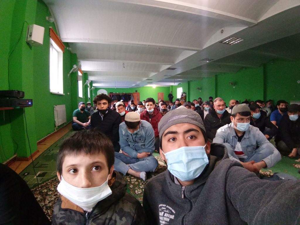 Suasana di masjid Belgorod, Rusia