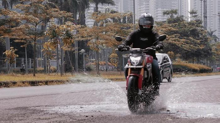 Test Ride All New CB150R Streetfire: Sensasi Motor Harian Moge Look dengan USD