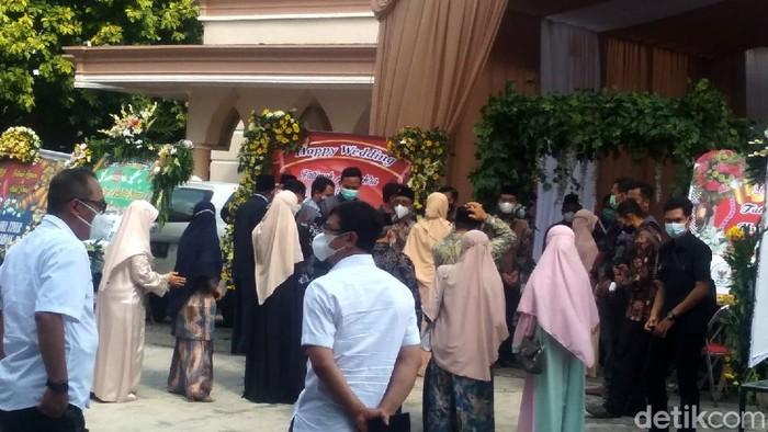 Lokasi resepsi pernikahan Ustaz Abdul Somad (UAS) dan Fatimah Az Zahra digelar di Gedung Universitas Darussalam (Unida) Gontor. Ini foto-fotonya.