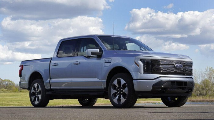 Ford akhirnya merilis pick-up listrik Ford F-150 Lightning di Dearborn Rabu, (19//5/2021). Ini merupakan pick-up bertenaga listrik pertama Ford.