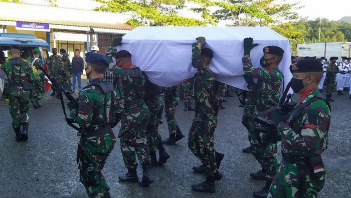 Jenazah Praka M Alif Nur Angkotasan tiba di Ambon.