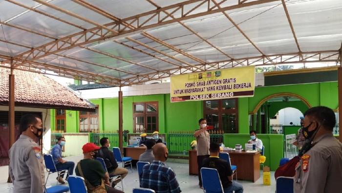Kegiatan swab pemudik di lima wilayah Kabupaten Bekasi. Foto dikirim Kapolsek masing-masing.