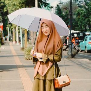 5 Gaya hijab Larissa Chou yang Gugat Cerai Alvin Faiz